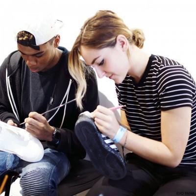Clémence et Anthony customisent vos sneakers pour les rendre uniques